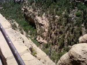 How far down it is to the canyon floor in Mesa Verde